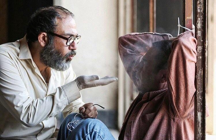 مهران غفوریان و نوید محمدزاده در نمایی از سریال قورباغه